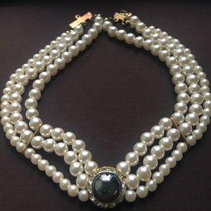 Jewelry - Vintage Faux Pearl Choker Pearl Rhinestone Brooch